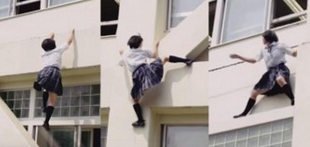Karena Terlambat Sekolah Gadis Ini Panjat Tembok Sekolah Bak Ninja