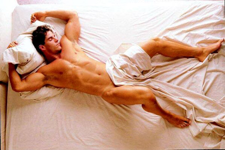23_01_sexy_man_in_bed_sleeping.jpg