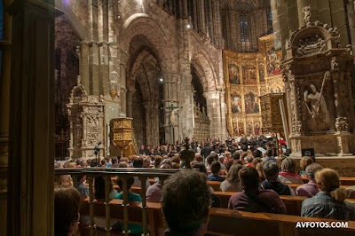Participants from the Zenobia Musica course in Avila, conducted by Peter Phillips, in Avila Cathedral - photo Avfotos.com