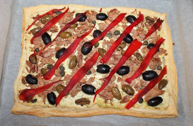 Средиземноморска тарта с риба тон тиквички и чушки