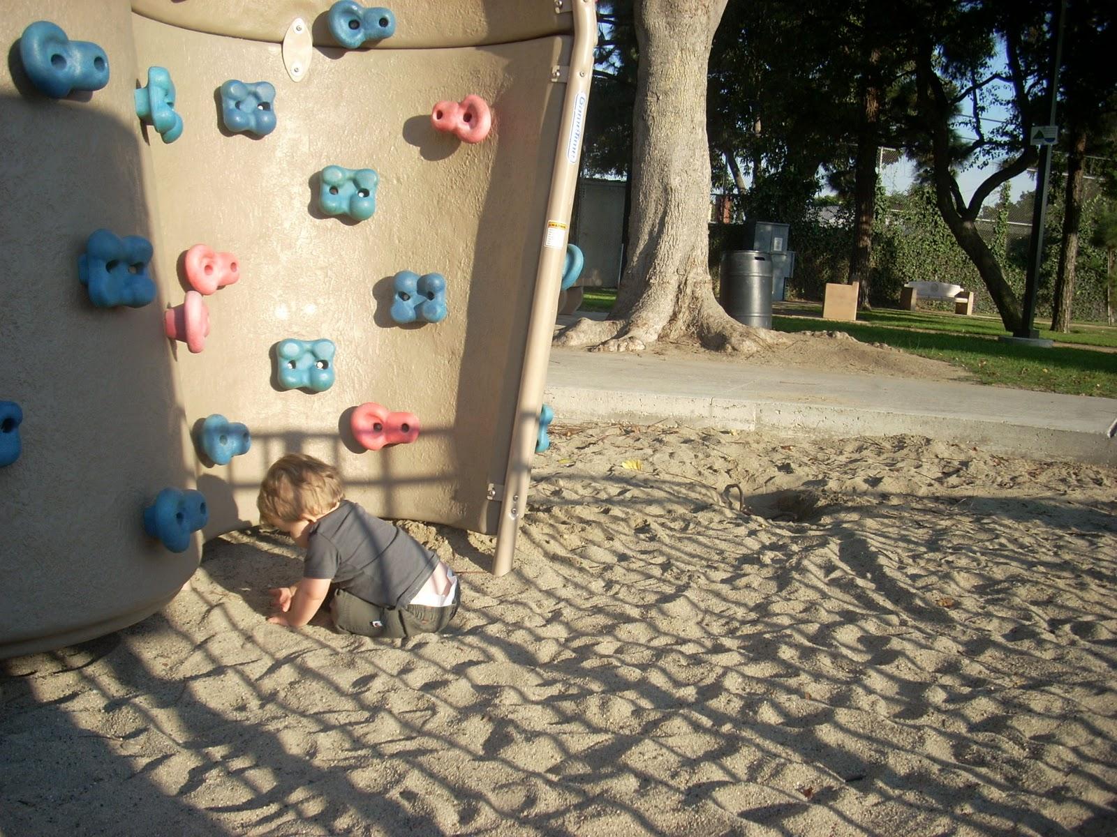http://2.bp.blogspot.com/-MH6rxNRMySk/TroHvLWBJ8I/AAAAAAAAAcQ/roywJoK0sFc/s1600/culverpark-climbingclimbing.JPG