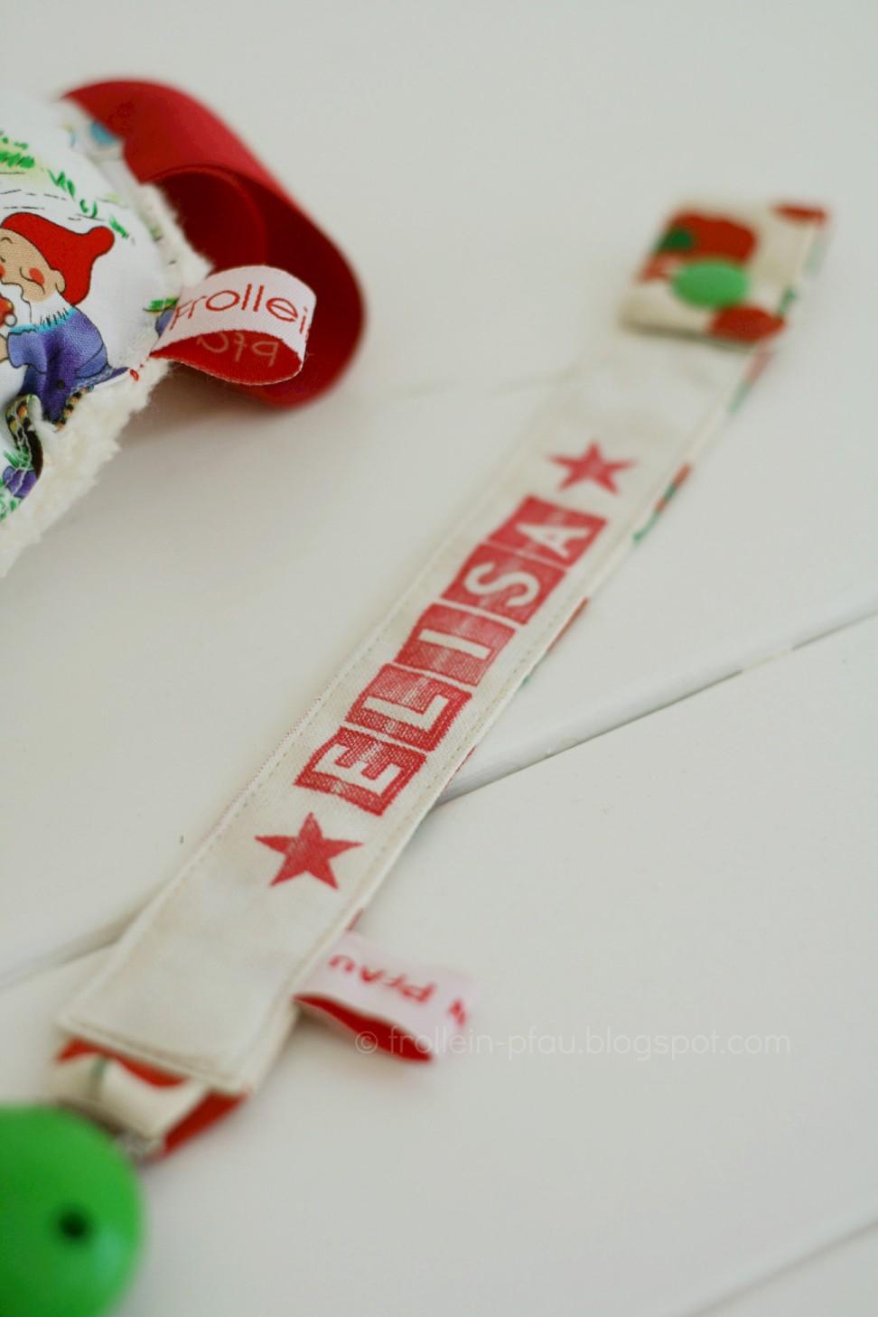 Creadienstag, Babyrassel, Schnullerband mit Namen, Schnullerkette selbstgenäht, Geschenk zur Geburt, selbstgemacht, kleines Geschenk, Baby, Babygeschenk