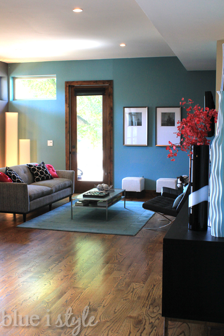 The Walls Are Same Two Colors Of Teal And Grey As Kitchen But Rather Than Royal Blue Accents Living Room Features Bright Pops Pink
