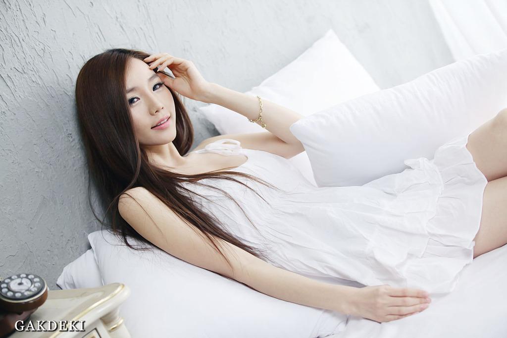 xxx nude girls: Lee Ji Min - Red Top