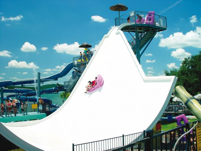 World visits tours of gardaland in italy cool park view for Caravelle piscine