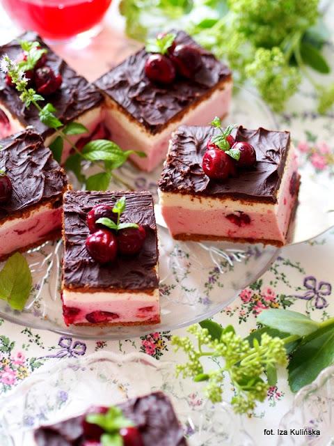pianka jogurtowo wiśniowa , ciasto bez pieczenia , domowa cukiernia , desery , wiśnie , wiśniowa kostka