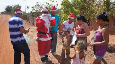 distribuição de presentes de natal