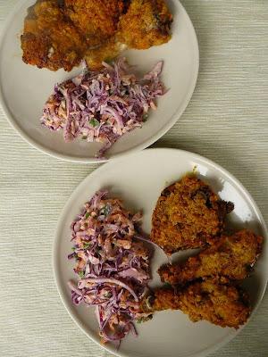 Kurczak w płatkach corn flakes z sałatką coleslaw
