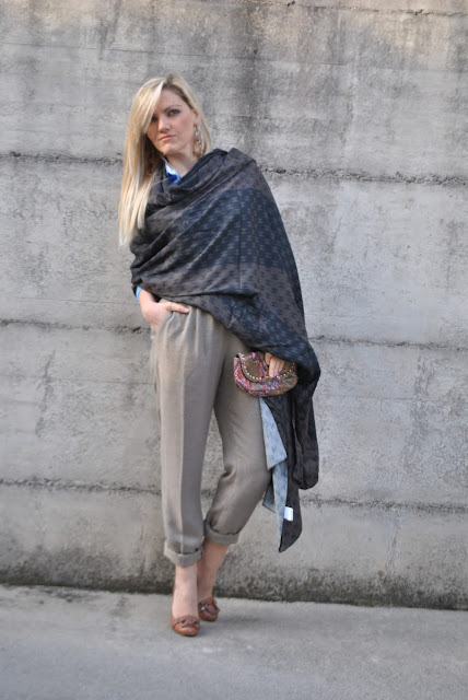 maxi sciarpa fattori abbigliamento fattori sciarpe come abbinare una maxi sciarpa abbinamenti maxi sciarpa come indossare una maxi sciarpa how to wear maxi scarf how to combine maxi scarf how to match maxi scarf street style fattori scarves sciarpa logo chanel sciarpa marrone come abbinare una sciarpa marrone abbinamenti sciarpa marrone blonde girl blonde hair blondie outfit casual invernali outfit da giorno invernale outfit gennaio 2016 january  outfit january 2016 outfits casual winter outfit mariafelicia magno fashion blogger colorblock by felym fashion blog italiani fashion blogger italiane blog di moda blogger italiane di moda fashion blogger bergamo fashion blogger milano fashion bloggers italy italian fashion bloggers influencer italiane italian influencer