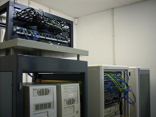 Taking a Close Look at Semi-Dedicated Server Hosting