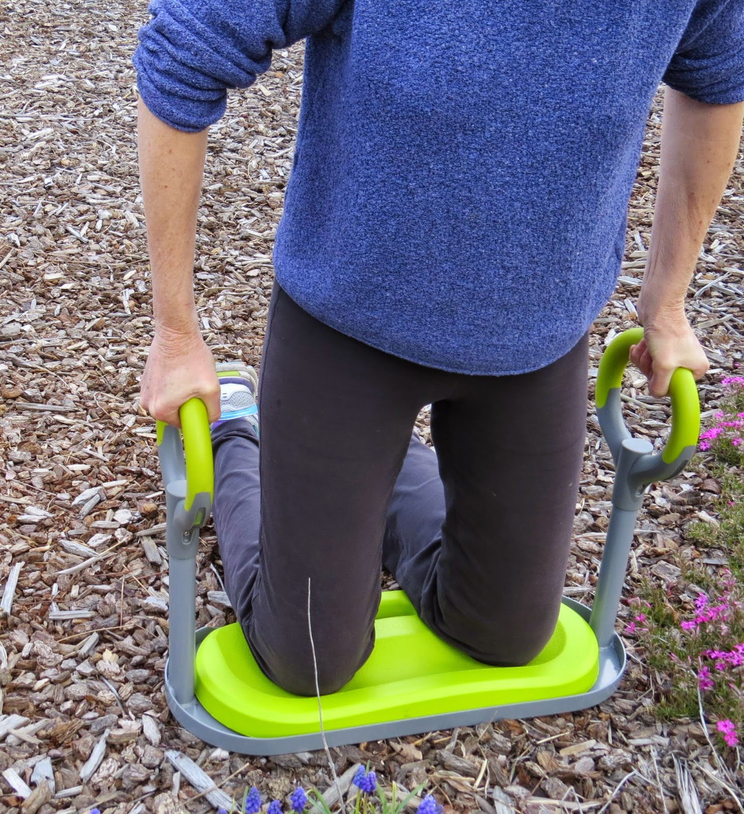 Review gardenease garden kneeler susan 39 s in the garden for Gardening kneeling stool