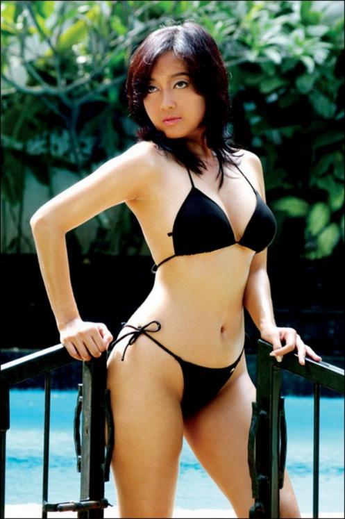 http://bambang-gene.blogspot.com/2011/06/profil-dan-foto-hot-taffana-dewi.html