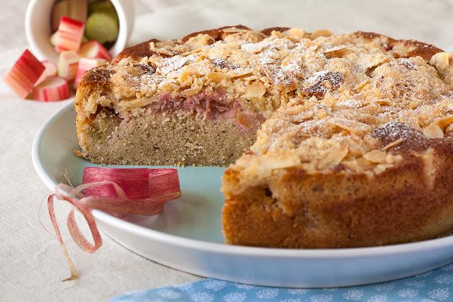 Voćni biskvitni kolač