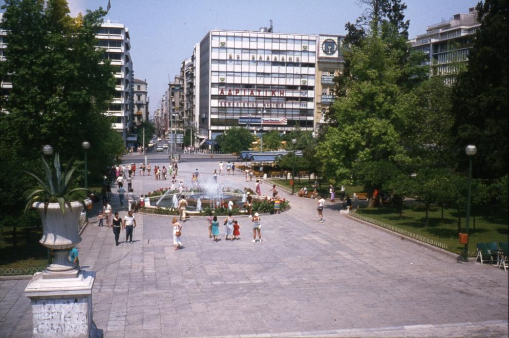 http://2.bp.blogspot.com/-MJ0XvvE_mE8/UTxZo4KyPTI/AAAAAAAAHpY/WM00ZClig0o/s1600/Syntagma+Sqr.+July+1980.jpg