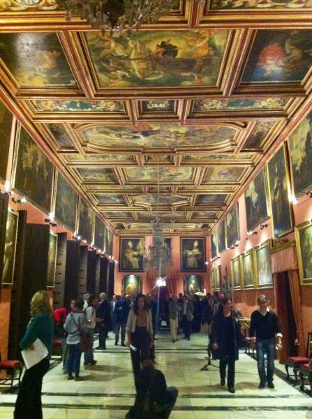 Gel n noticias nueva iluminaci n art stica en el palacio - La casa de los uniformes sevilla ...