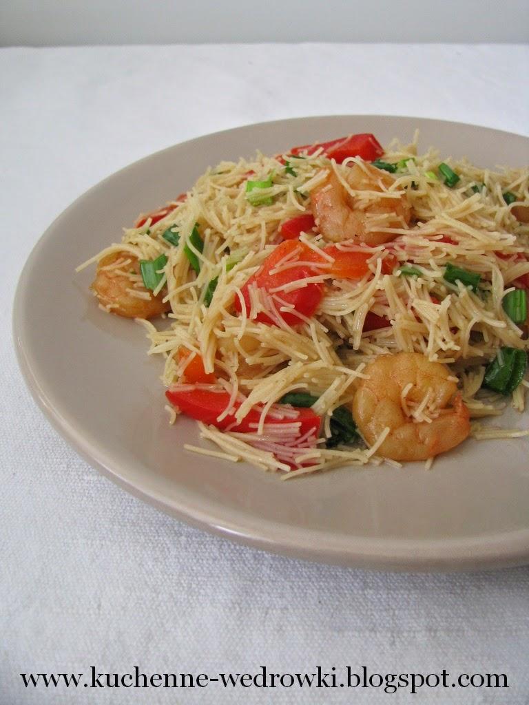 Makaron z brązowego ryżu z krewetkami