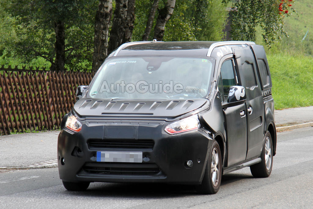 2014 Ford Transit Connect, en tenue de camouflage