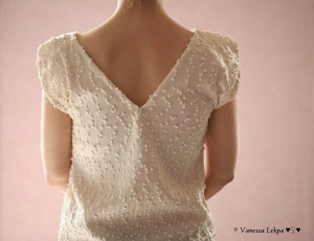 patron de couture gratuit de qualité petit haut pull d'été en tissu maille fine plumetis blanc et crème style chanel haute couture