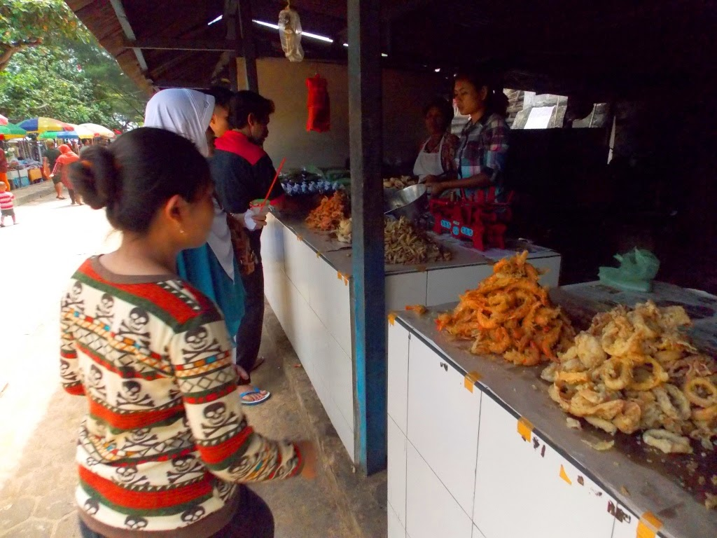 Pedangang Kuliner Seafood Pantai Kukup