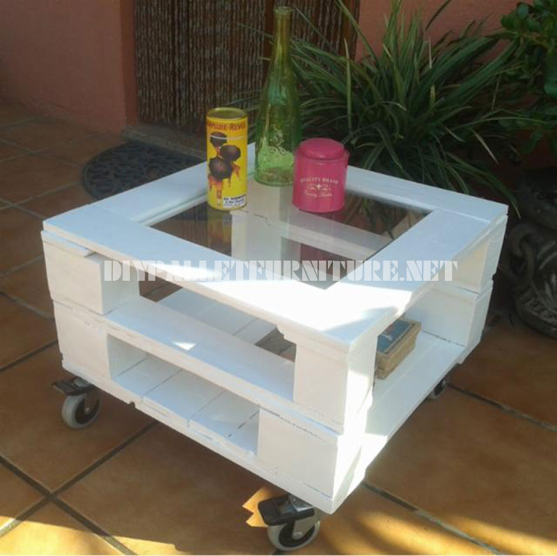 Mesa auxiliar exterior con palets for Mesas de palets para jardin