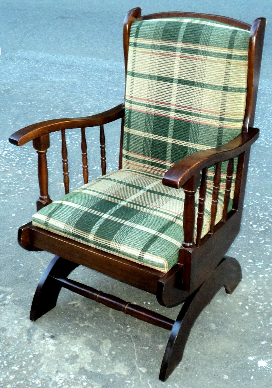 antiqualha: Cadeira de balanço com estofamento #673E24 1120x1600