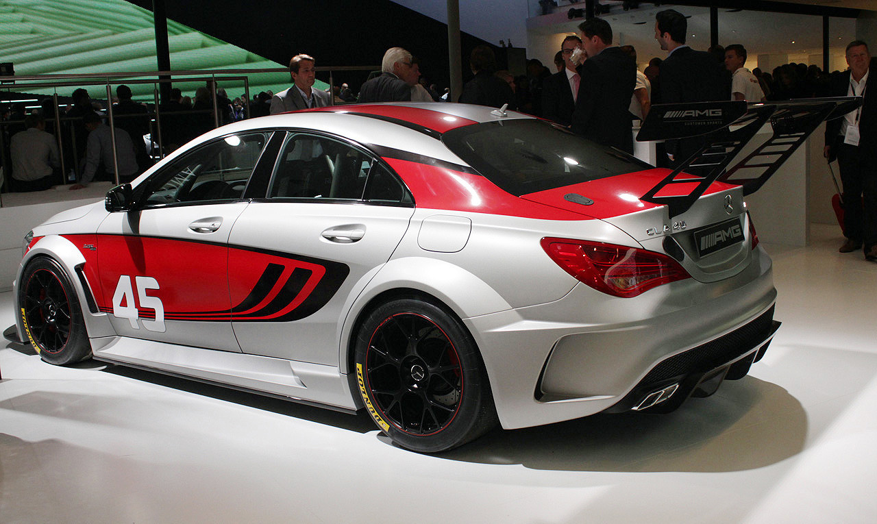 Automotiveblogz mercedes benz cla45 amg racing for Mercedes benz race