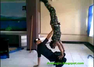 VIDEO Adu Dance BRIMOB Vs TNI