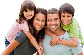 Keluarga ceria berganda bebas dari rokok