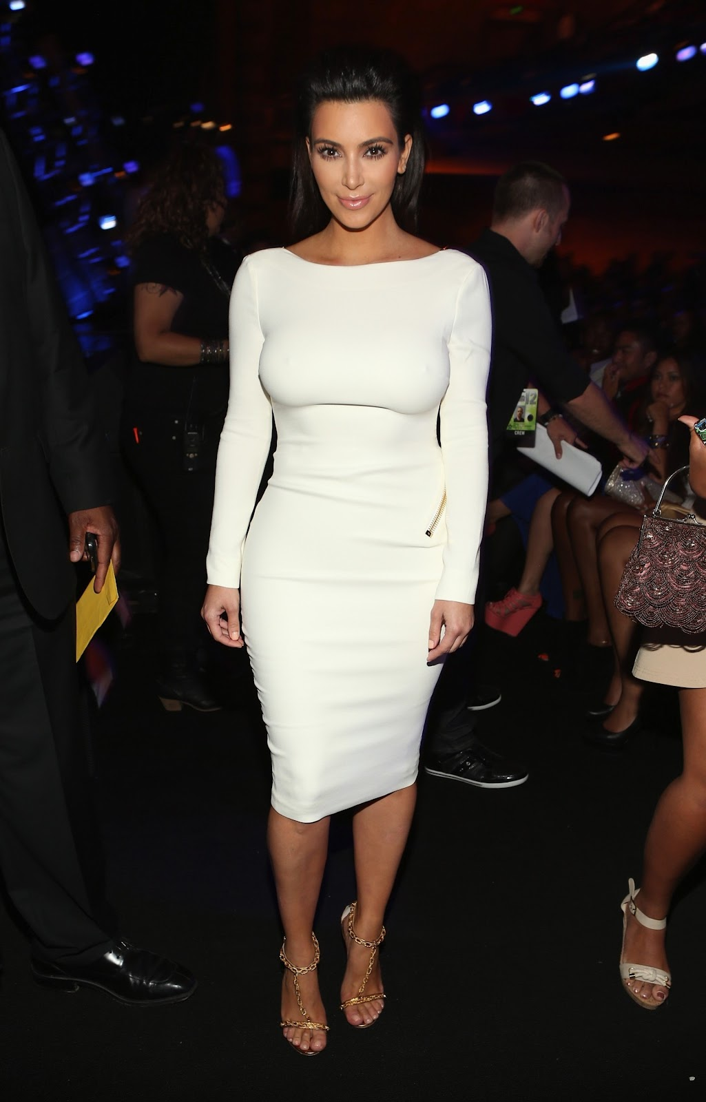 http://2.bp.blogspot.com/-MJj10x9-ET8/T_JBCazvU5I/AAAAAAAAJ40/8muckFvQvYA/s1600/Kim+Kardashian+attends+2012+BET+Awards+in+Los+Angeles+-01.jpg