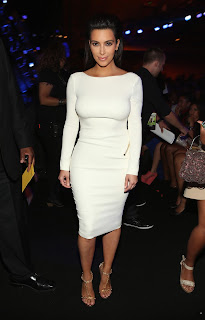 Kim Kardashian pure otness in a tighth white dress
