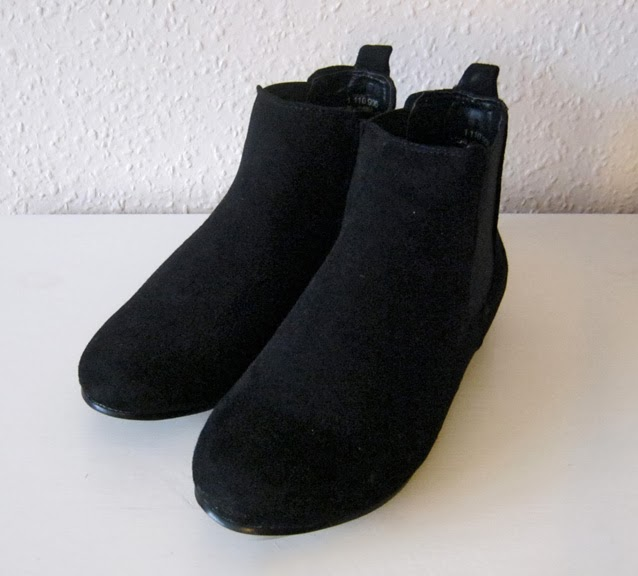 http://www.ebay.com/itm/New-odd-size-dressy-boots-39-and-41-UK-6-and-8-/171226935048?pt=UK_Women_s_Shoes&hash=item27ddebaf08