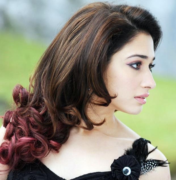Tamannaa Bhatia - Stránka 4 Tamannah+hot+sexy+in+oosaravelli+movie+stills+wallpapers+(14)