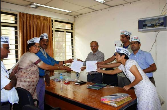 aap protest ordinance of land acquisition act