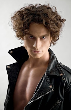 #4 Shocking Hairstyle for Boys Curly Hair