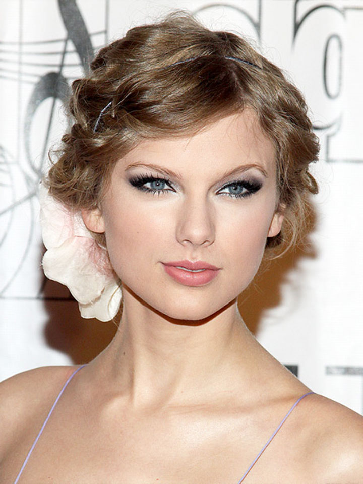 The teach Zone Taylor Swift Posts Pic of New Haircut on Twitter at Cambio