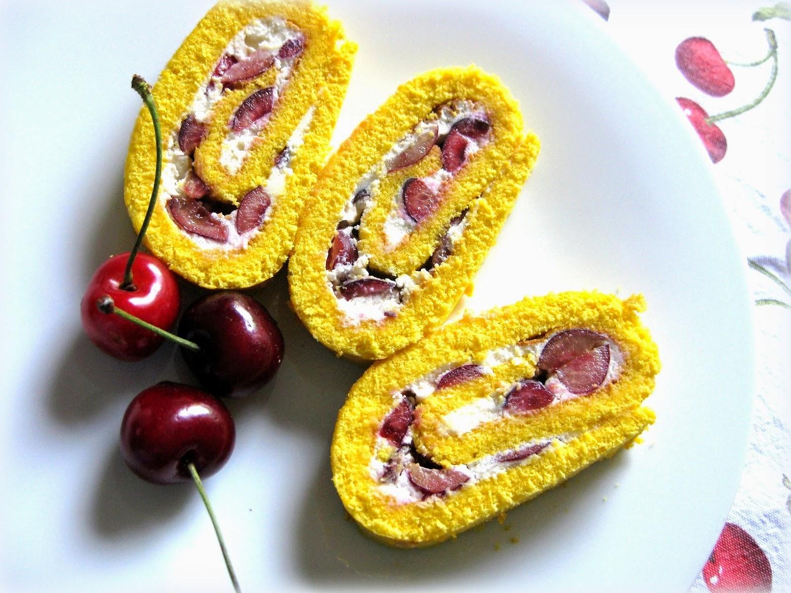 La ricetta del Rotolo farcito con Ciliege e Ricotta è molto rinfrescante. Perfetta per la stagione estiva.
