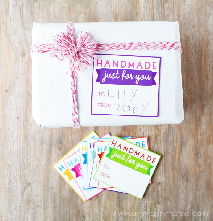 Handmade Gift Ideas with Free Printable Gift Tags at artsyfartsymama.com #IMACoolMaker #CG