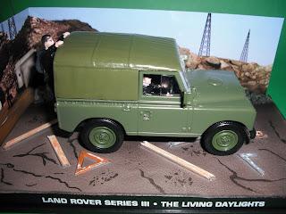 Vendo Miniaturas Land Rover / RANGE ROVER Land+Rover+Serie+III+-+James+Bond+The+Living+Daylights