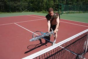 Tervetuloa ensin tenniksen alkeiskurssille. Klikkaa kuvaa ohessa