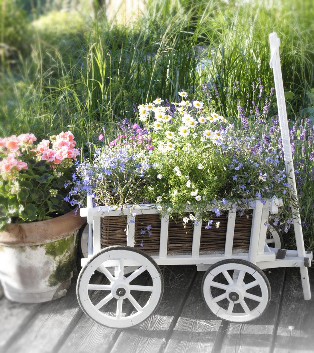 vintage garden white and vintage. Black Bedroom Furniture Sets. Home Design Ideas