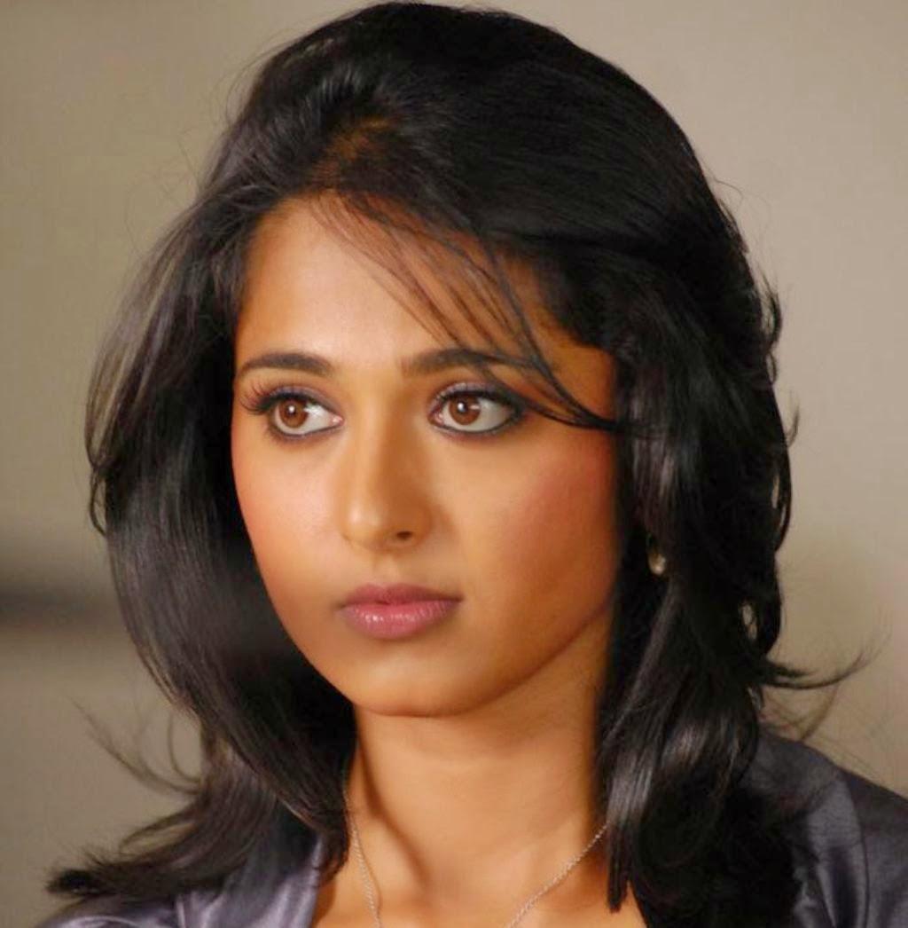 Shapely Anushka Shetty In Vikramarkudu Tamil Film Actress