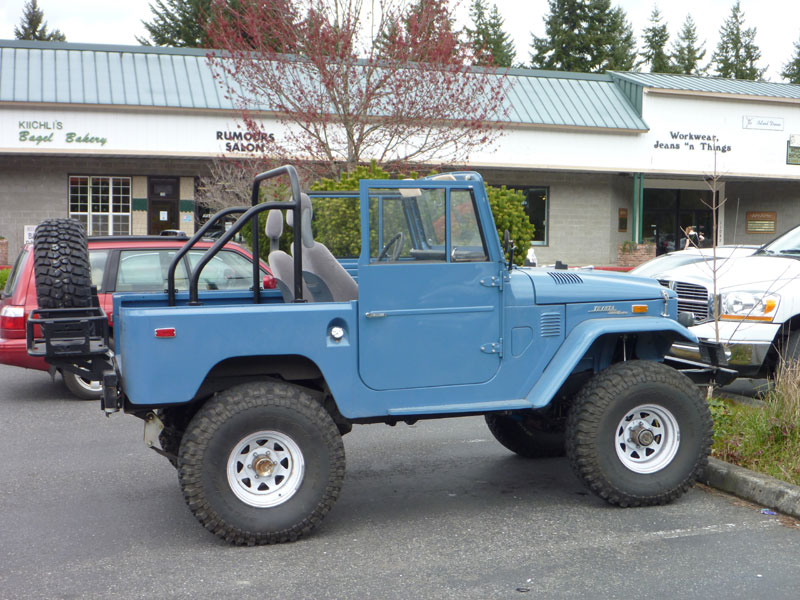 FJ40 in the wild