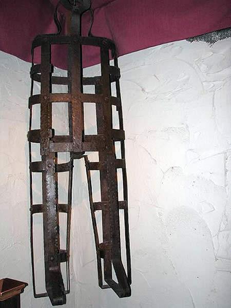 2.bp.blogspot.com/-MM43xGv4O3k/UAg4pbPbd_I/AAAAAAAAASQ/SbyVC1uKD-U/s1600/Coffin-Cage+Torture.jpg