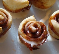 Itty Bitty Cinnamon Rolls