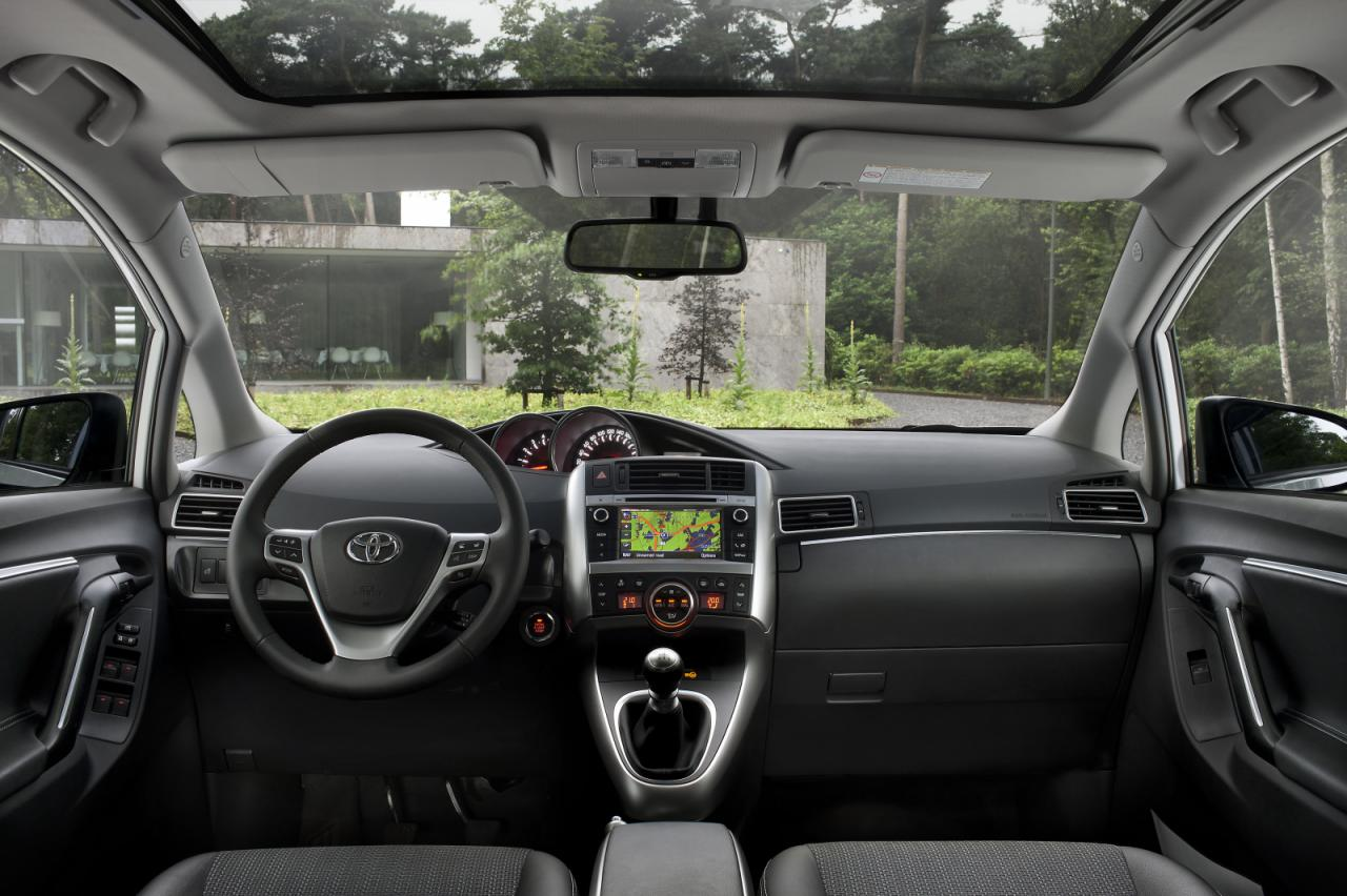 Agamemnon toyota verso for Interieur yaris 2015