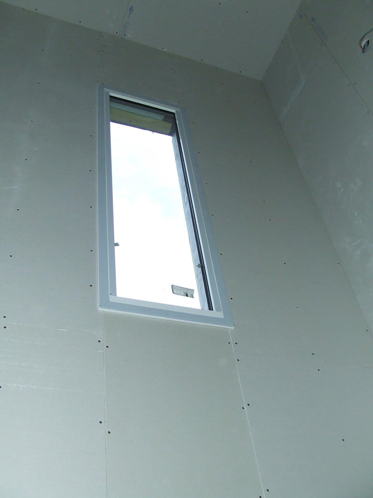 Notre maison en bois am nagements int rieurs j 42 for Fenetre escalier