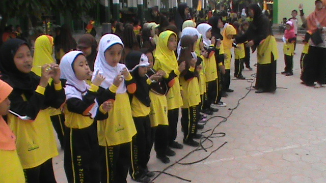 Lomba Ceria : Peringatan HUT RI ke-68 SDIT Wahdatul Ummah Metro