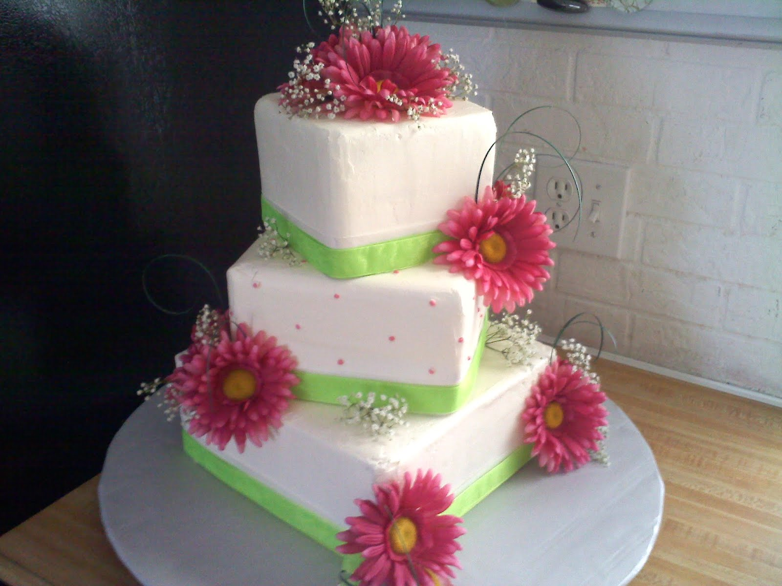 Pinky Promise Cakes: Pink and green wedding