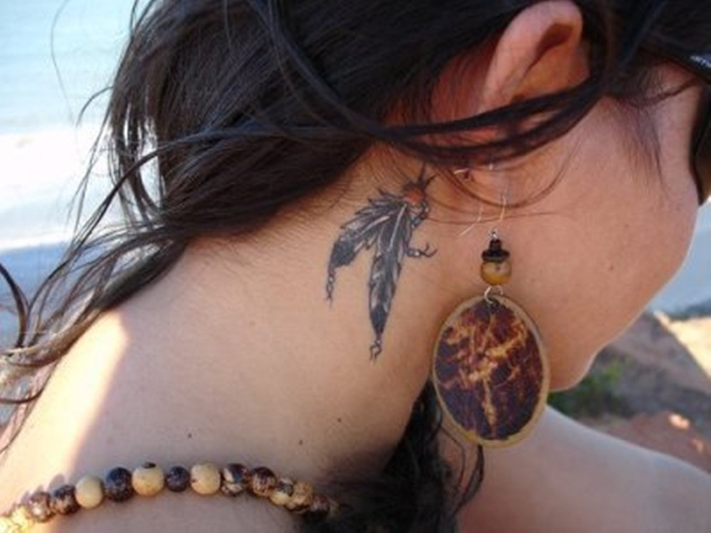 Girl hip tattoos beautiful famous female celebrity tattoos for Tattoos for neck