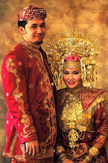 Baju Adat Indonesia